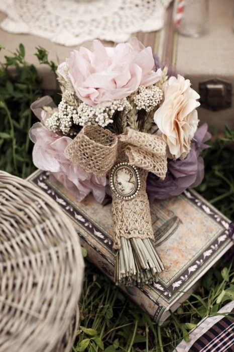 Shabby Chic bouquet..Love it! :)