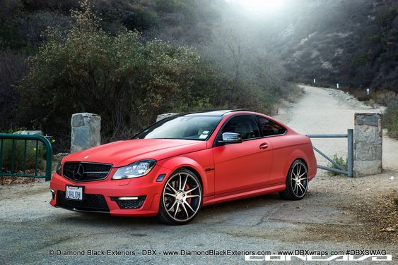 Wow Mercedes Benz C63 AMG vinyl-wrapped in matte red Blacked-out - küchenfront neu folieren
