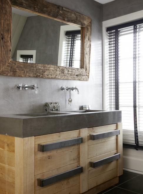 Houten wastafelmeubel met antraciet wasbak extra stoer door de grote handgrepen badkamer - Badkamer meubel model ...