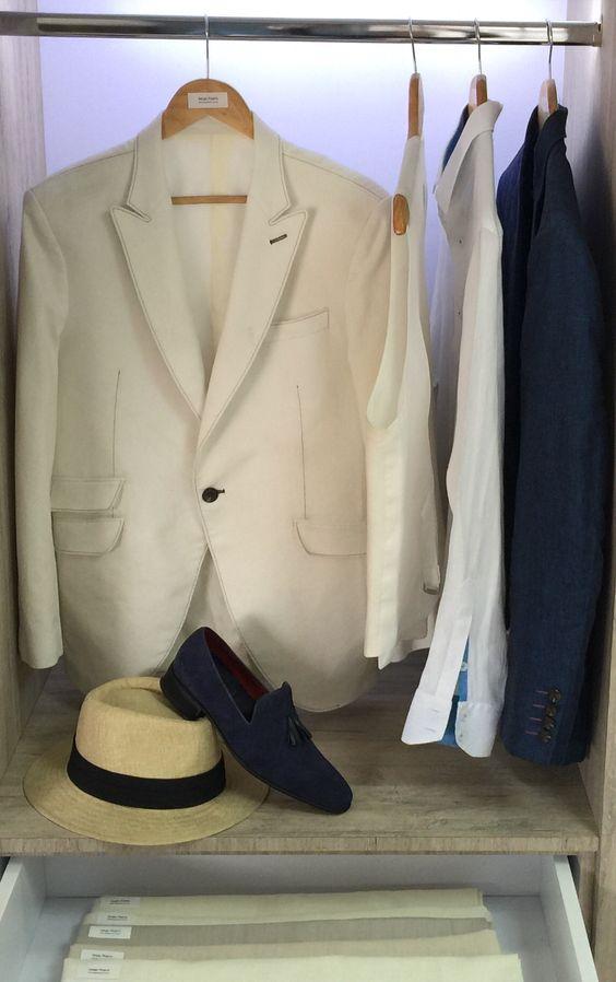 #Trajes y #chaquetas  de #Novio #personalizados #selección de #paños y #accesorios . https://issuu.com/inspiraconcept/docs/sergio.