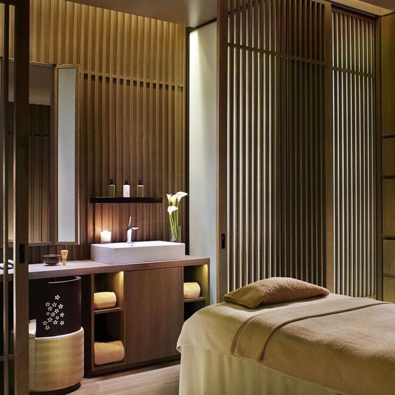 Lighting Spa Decor Be Inspired By Serene And Opulently High Designed Decor Spas Click On The Image To Disco In 2020 Spa Treatment Room Spa Rooms Luxury Spa Design