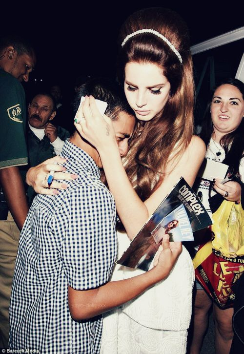 Lana Del Rey is probably the nicest any celebrity can be to her fans<3