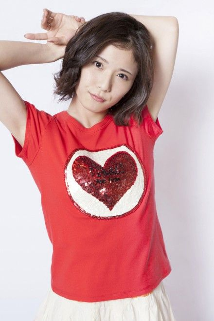 Tシャツを着た松岡茉優