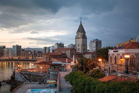 Iglesia de San Pedro by davidbmendez, via Flickr
