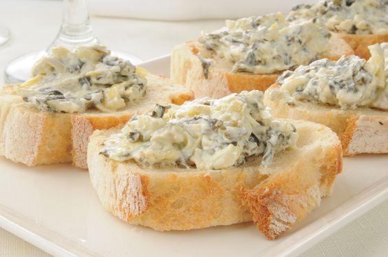 Delicioso dip de alcachofa con queso parmesano horneado, ideal para reuniones. Me encanta prepararlo, el sabor que tiene es muy rico.