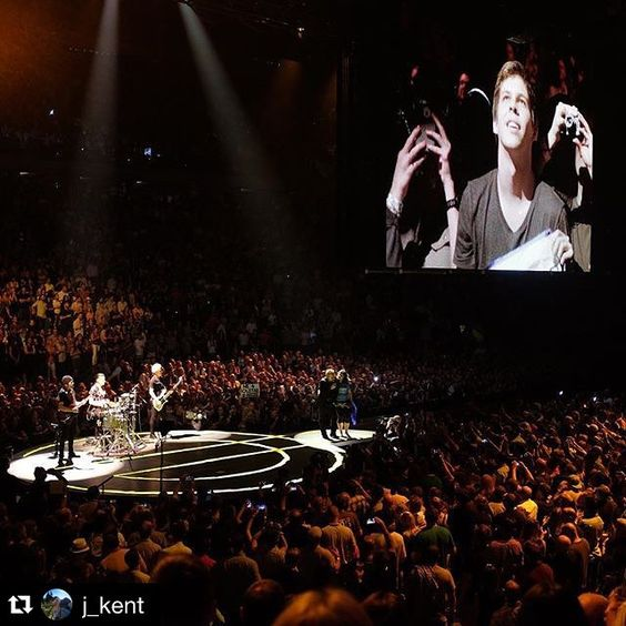 #Repost @j_kent ・・・ Veronica & Ignacio from Chile, GA line friends #U2ieTour #U2 #u2msg #u2nyc