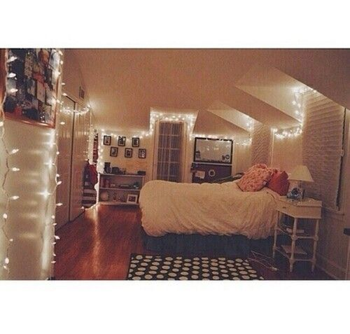 Love the lights bedroom ideas pinterest gl cklich for Chambre we heart it