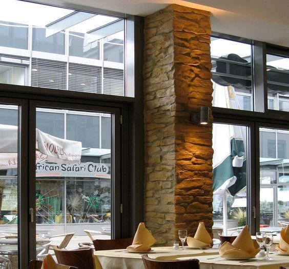 Kunststeinsäulen mit Bruchsteindekor (Lajas) in Gastronomie Spezialanfertigung