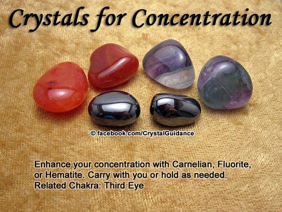 CONCENTRAÇÃO: Cornalina, Fluorita, ou hematita. Recomendações adicionais: Lapis Lazuli, Ruby, ou Topazio. Concentração é associado com o chakra do terceiro olho.: