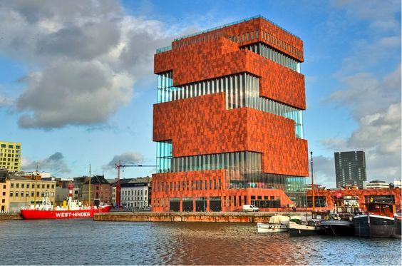 Un'altra tappa del nostro grand tour nel Nord Europa. Questa volta la nostra meta è Anversa, seconda città del Belgio e principale porto del paese. Affacciata sulla Schelda ma profondamente radicata nel suo territorio, Antwerpen è una città d'acqua dall'animo poliedrico, dove la forte impronta del glorioso passato mercantile e commerciale convive armoniosamente con le …