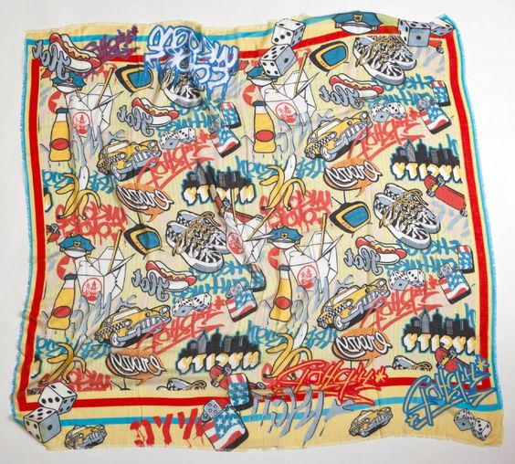 American Crazy - Street stile, un quarto di #underground, un quarto di #american symbols, una spruzzata di follia e un'energica agitata: questa la ricetta di American #Crazy.  Le misure sono 140x140 cm, il tessuto è 85% micromodal e 15% #seta.  #foularizeyourlife #foulard #scarf #sciarpa #fashion #musthave
