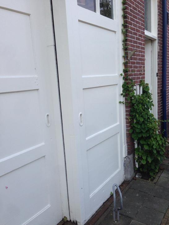 ≥ Massieve garagedeur jaren 30 ( schuifdeur) - Deuren en Horren - Marktplaats.nl