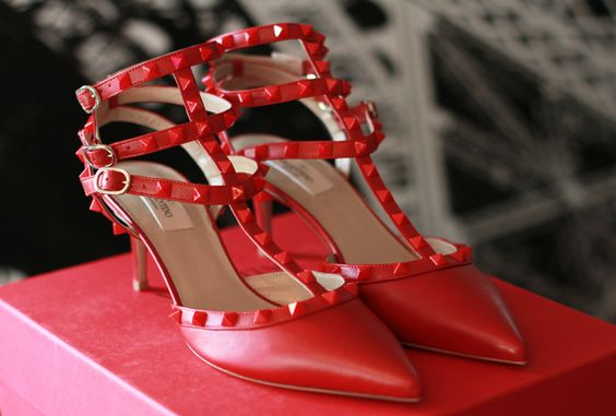 RED ON RED ROCKSTUD: Bags Shoes Accesories, Favorite Shoes, Designer Shoes, Red Shoes, Dream Shoes, In Her Shoes, High Heels, Shoes Bags, Valentino Shoes