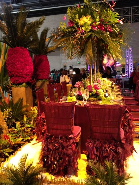 Table setting and hawaiian or tropical wedding decor for a wedding reception  www.tablescapesbydesign.com https://www.facebook.com/pages/Tablescapes-By-Design/129811416695