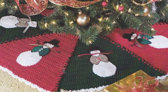 Caron crochet christmas tree skirt