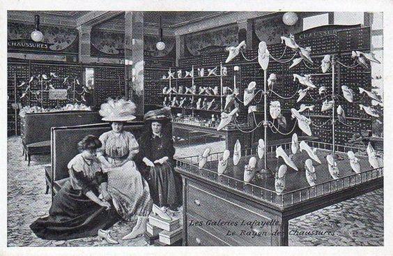 Galeries Lafayette - Rayon de chaussures--A shoe store