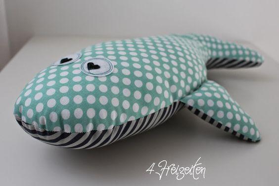4 Freizeiten: Nähen: Eckberd der Wal ... oder ein kleiner Fischschwarm 140% mit Herzaugen