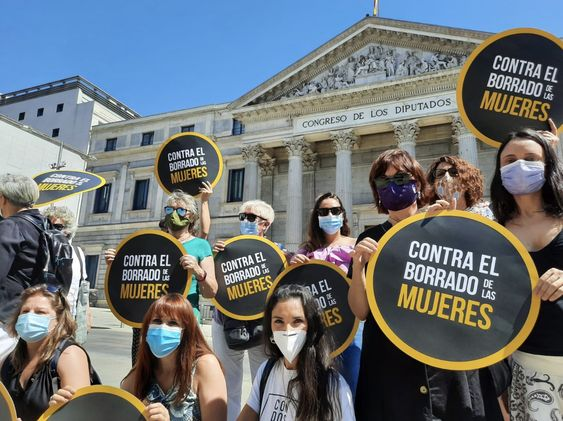 Alianza contra el borrado de mujeres en una acción delante del Congreso contra la Ley Trans. Foto: Twitter
