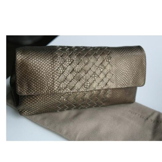 Tip: Bottega Veneta Clutch (Gold)