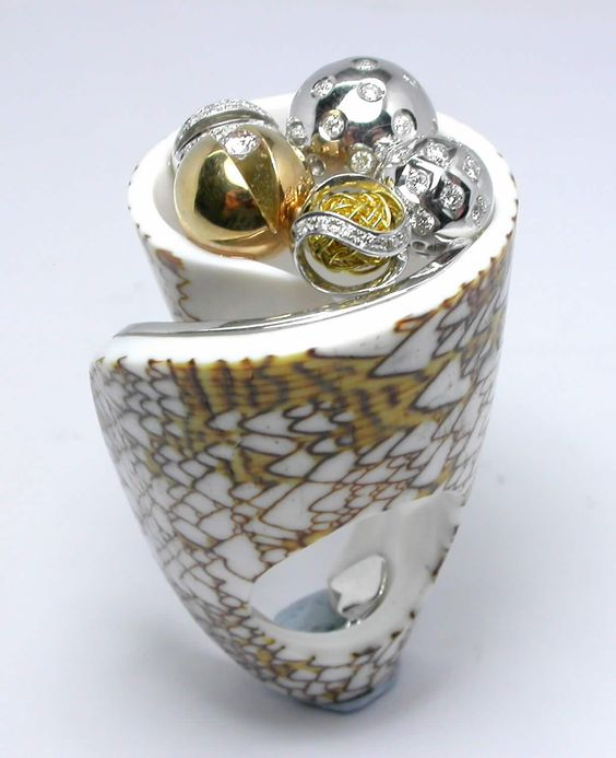 RING SHELL: yellow and white gold, 56 diamonds 0,98 ct. 16OS1078
