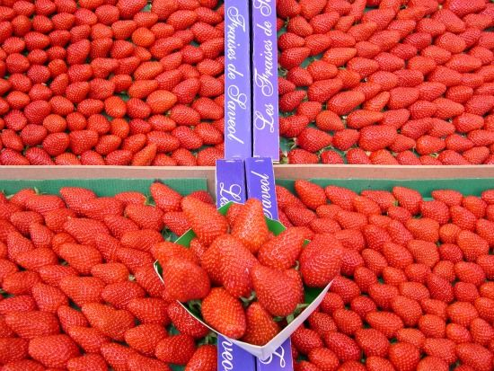 Strawberries at the market in #Paris.