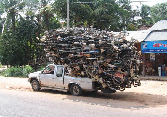 Camioneta Cargada de Bicicletas.