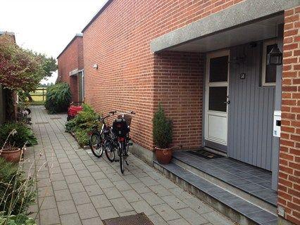 Favrholmvænget 58, 3400 Hillerød - Velholdt gårdhavehus med nem og ugenert have.