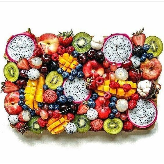 Las frutas son nuestros caramelos naturales!  Además de endulzarnos el día, comerlos pueden causar que :  -Aumentemos nuestra energía - Mejoremos nuestro sist. Inmune - Prevengamos enfermedades -Mejoremos nuestra digestión - Estemos saludables -Tengamos buen estado físico - ....... !Y la lista puede seguir!  Tienes antojo de dulce y no sabes que comer? Que tu primera opción siempre sea una fruta!