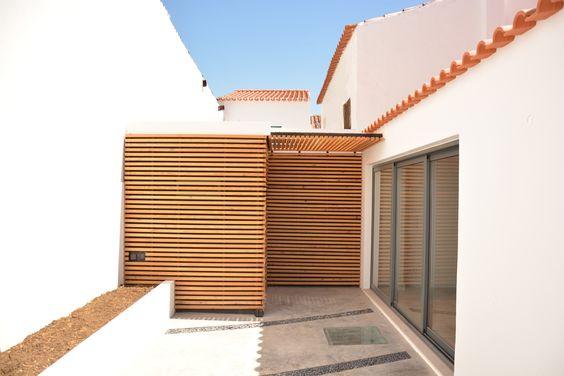Casa de Fronteira; House, Pateo; wood; madeira; janela; window; concrete; betão