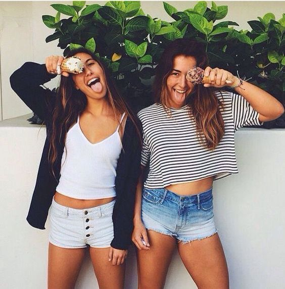 food and friend goals.