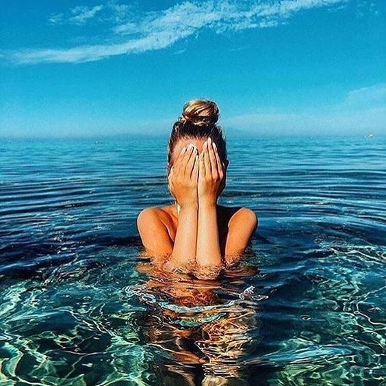 I want a holiday pic like this.  @fashionzine ◀️ créditos #mar #vibe…
