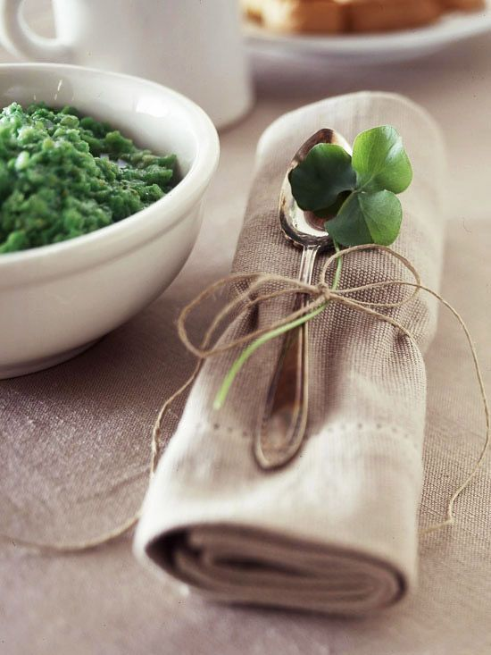We love this festive napkin decoration! It's perfect for a St. Patrick's Day gathering.