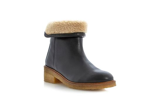The 24 Comfiest Flat Boots For Fall #refinery29  http://www.refinery29.com/comfortable-flat-boots#slide3