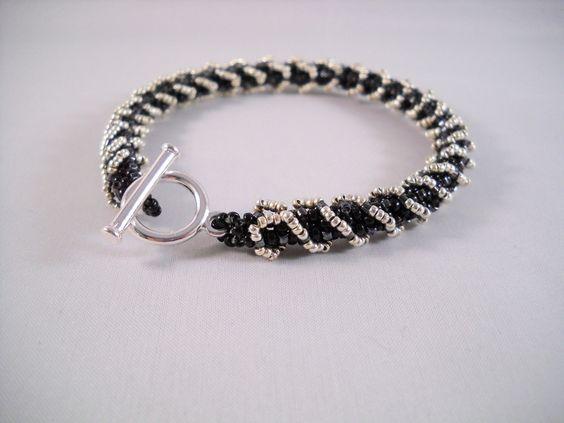 Seadbeady,+Spiraalarmband+in+Kleur+Zwart+Zilver+van+Seadbeady+juwelen+op+DaWanda.com