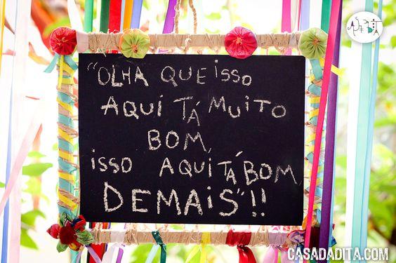 A decoração de festa junina foi uma belezura só! Veja mais fotos em http://www.casadadita.com/