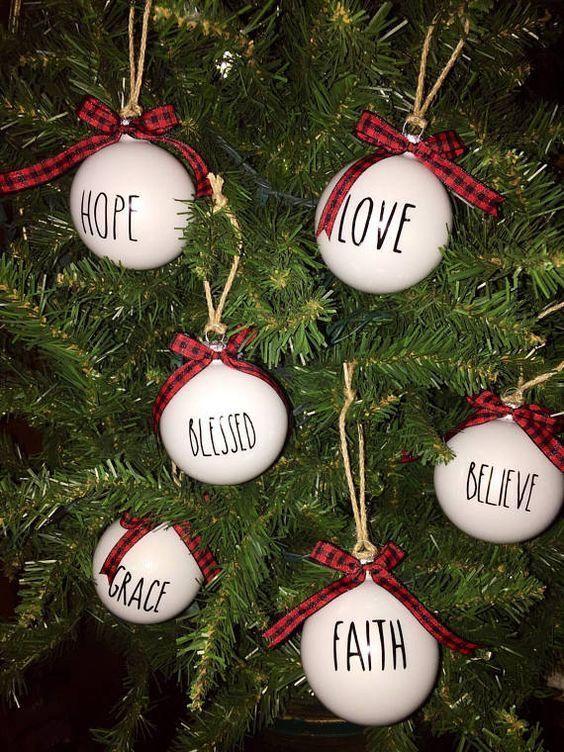 Bolas De Navidad Decoradas Con Frases O Mensajes Adornos Navidenos Decorar Bolas De Navidad Bombillas De Navidad