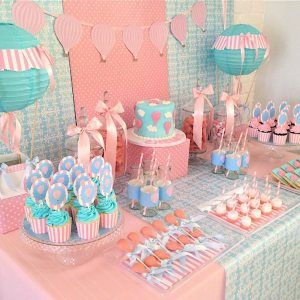Awwwwwww.... i think if i have a girl i would want this as my theme for the shower.... Hot Air Balloon Party Theme