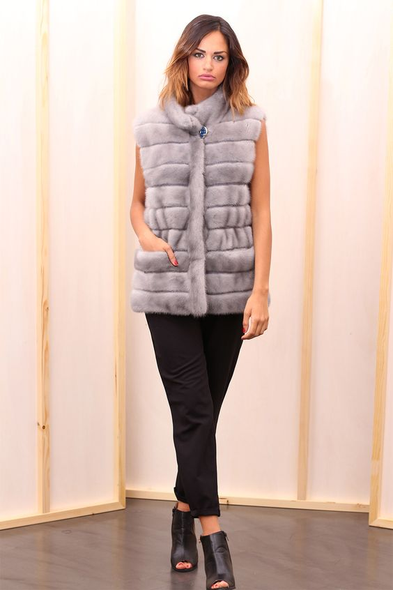 Sapphire Female Mink Fur Vest with hooks and button at the collar. Gilet di Visone Femmina Zaffiro con gancetti e bottone al collo. #elsafur #fur #furs #furcoat #vest #gilet #peliccia #pellicce