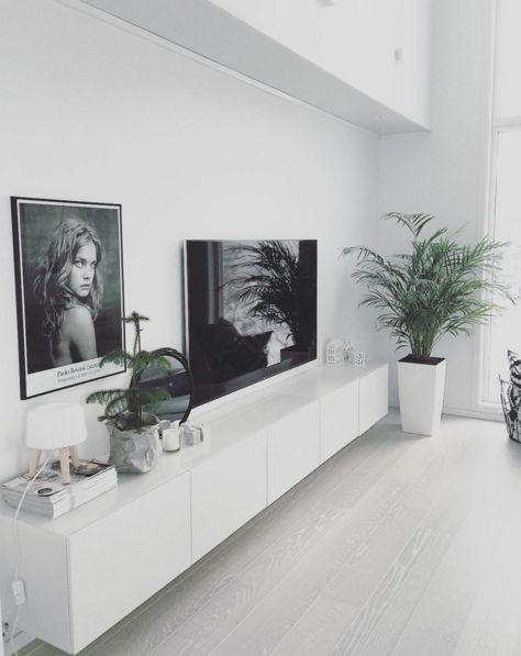 Wohnzimmer-Inspiration in Weiß- und Grautönen.
