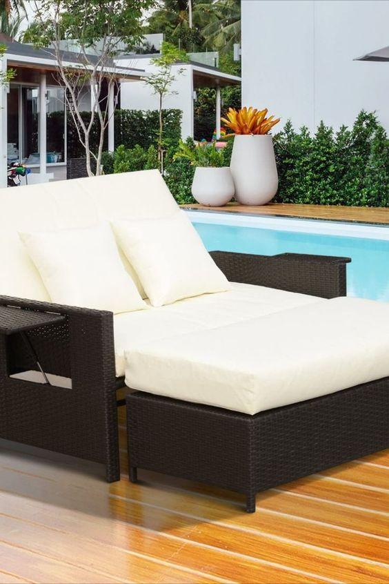 Multifunktion: Unser Gartensofa Set können Sie als ein 2-Sitzer Sofa mit Couchtisch verwenden. Zur Entspannung ist es noch als Gartenliege für 2 Personen einsetzbar. ✅Sitzvergnügen: Mitgeliefert sind noch dick und weich gepolsterte Sitz- und Rückenkissen. Zwei zusätzliche Rückenkissen ermöglichen dabei noch mehr Liegekomfort. ✅Mit Stauraum: Das Fußteil ist mit ausreichend Stauraum zur Aufbewahrung der Kissen ausgestattet. Durch die Vorderklappe ist der Stauraum einfach... *Pin enthält Werbelink