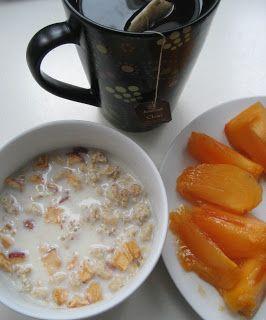 Obwohl ich selbst kein besonderer Frühstücker bin liebe ich anderer Leute Frühstücksfotos. Aber wer kommt denn auch schon an der göttlichen Kombi Chai-Latte und Kaki vorbei?