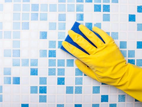 Badezimmer Effektiv Putzen 7 Tipps Die Besonders Effektiv Sind Badezimmer Putzen Badezimmer Putzen Tipps Waschpulver