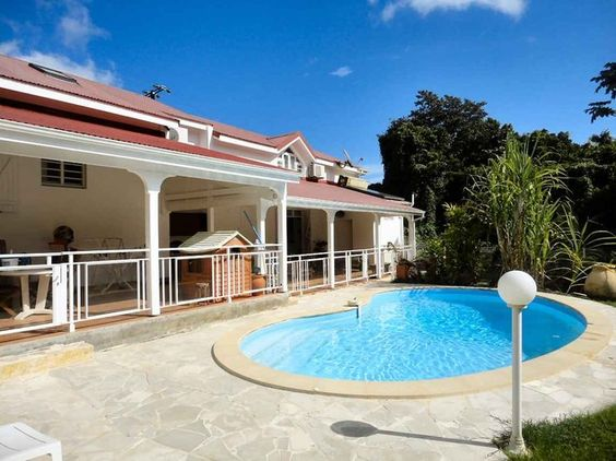 Grande maison avec piscine jacuzzi proche grands axes for Piscine 4x8