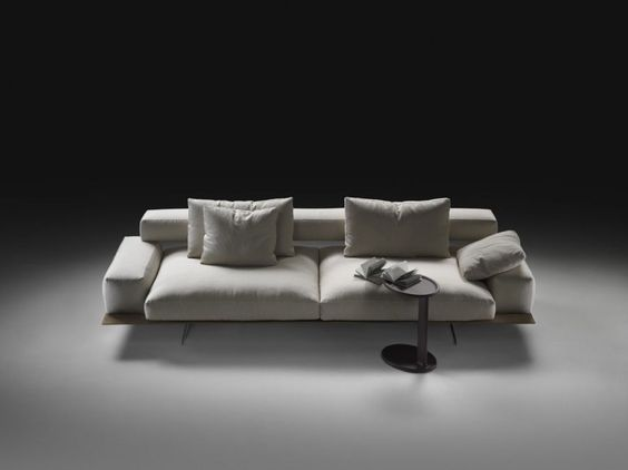 Among the latest innovations in Flexform's upholstered collection, the Wing sofa designed by Antonio Citterio.
