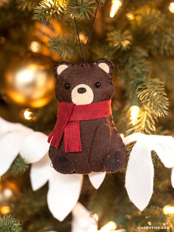 Make this cute Felt bear stuffie for an ornament or gift topper. Free pattern and tutorial. #felt #gifttopper #diyornaments: