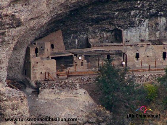 Cuarenta Casas o Cuevas de las Ventanas, es uno de los sitios arqueológicos de mayor importancia en Chihuahua. Se trata de un conjunto de 15 habitaciones hechas con adobe dentro de una gran cavidad rocosa, que fue construido hace aproximadamente 1,000 años y perteneció a la cultura Paquimé. Se ubica a unos 54 kilómetros de Ciudad Madera y hay servicio de guías permanente. Venga a conocer este increíble sitio arqueológico en Chihuahua. www.turismoenchihuahua.com