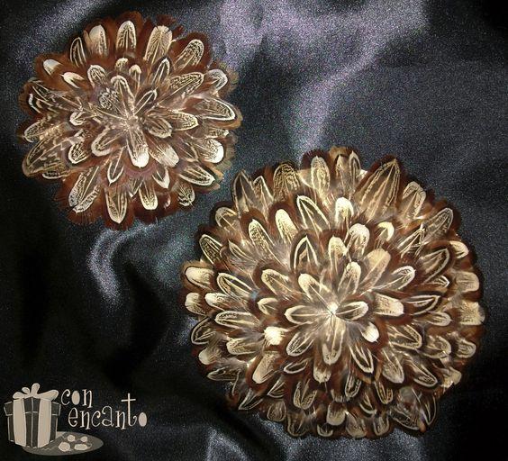 """2 different sizes of a Brown feather fascinator www.facebook.com/... Dos Tocados de tamaños diferentes formados por una base forrada de plumas """"orejera de Faisán"""", una pluma que habla por si sola"""