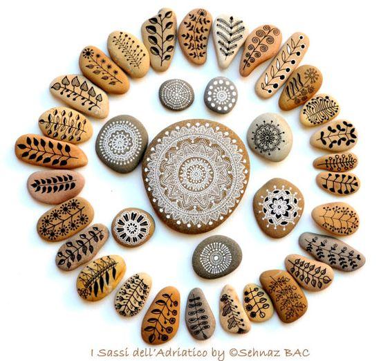 Satz von 14 Hand bemalte Mini-Steinchen von ISassiDellAdriatico