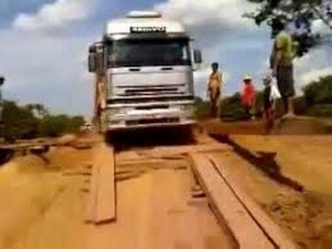Caminhão: Ponte na Amazonia que Quase Caiu com um Caminhão Por Um Tris