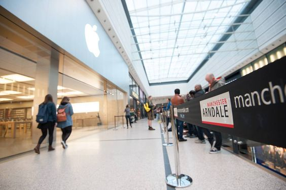 Release of #iPhone6s #Manchester #Arndale #queue
